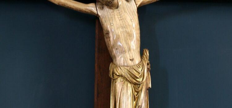 8 Altertavle og krucifiks