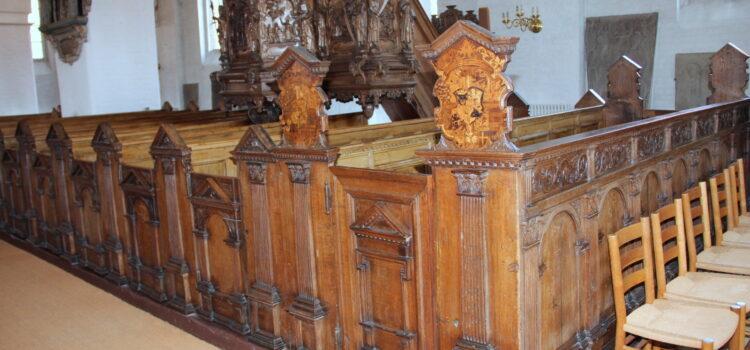 17 Stolestæder i Sct. Peders kirke